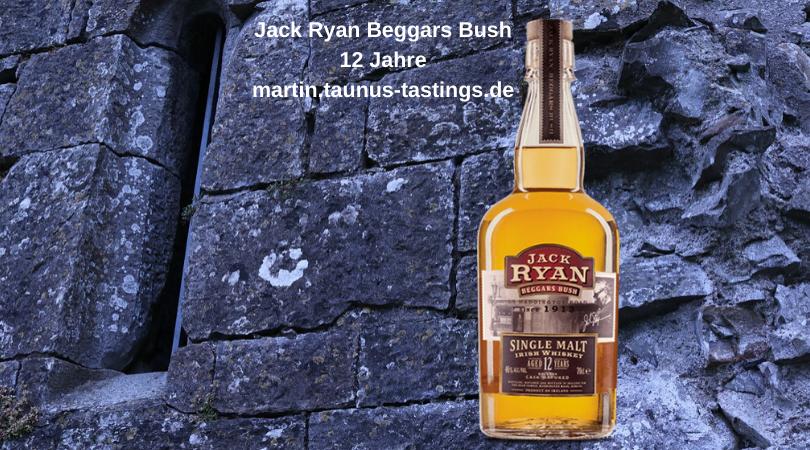 Eine Flasche Jack Ryan Beggars Bush 12 Jahre , im Hintergrund die Mauern einer Burg