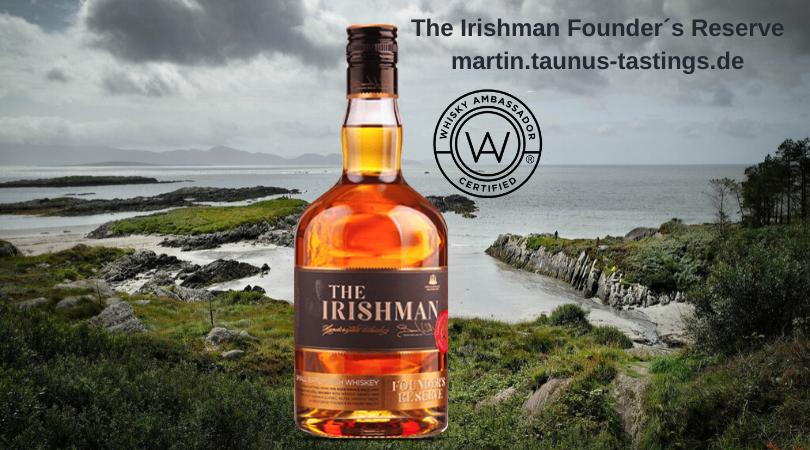 Eine Flasche The Irishman Founder´s Reserve mit dem Ring of Kerry im Hintergrund