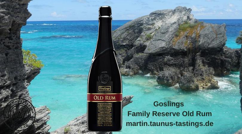 Eine Flasche Goslings Family Reserve Old Rum mit der Küste von Bermuda im Hintergrund