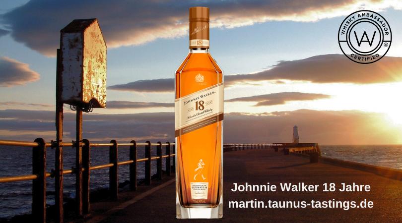 Eine Flasche Johnnie Walker 18 Jahre, im Hintergrund der Schiffsanleger von Ayrshire in Schottland