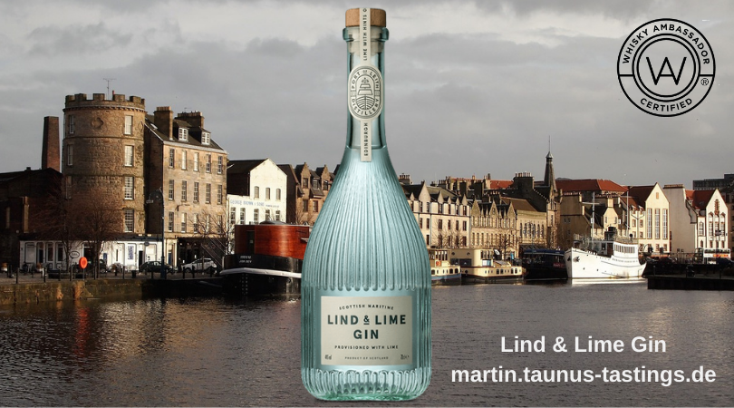 Eine Flasche Lind & Lime Gin, im Hintergrund der Hafen von Edinburgh