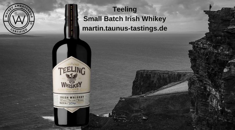 Eine Flasche Teeling Small Batch Irish Whiskey, im Hingtergrund die Klippen von Moher