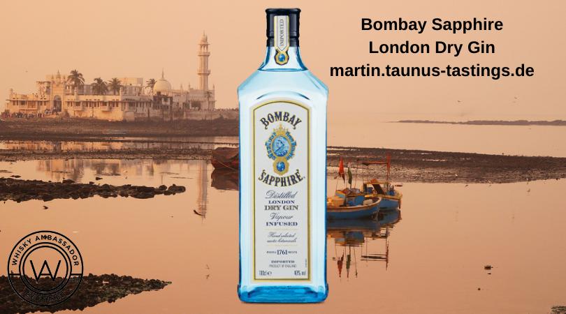 Eine Flasche Bombay London Sapphire vor einem See in Indien